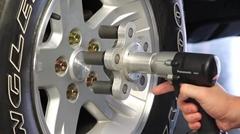 タイヤ交換が捗るかもしれない電動ドリルアタッチメント