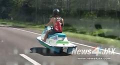 水上バイクが道路を走っちゃう水上バイク型陸上バイク