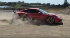 ポルシェ 991 GT3 RS がダートでドリフトしちゃう動画