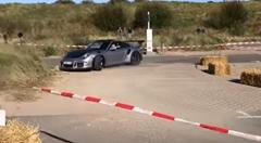 カーイベントでポルシェ 991 GT3 RS がクラッシュしちゃう動画