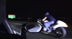 ハヤブサに戦いを挑んだ1400馬力のランボルギーニ ウラカンが夜の闇に消えるwwww