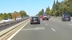 高速道路で遭遇した危機一髪動画