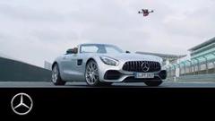 メルセデス AMG GT ロードスター vs ドローン 加速対決動画
