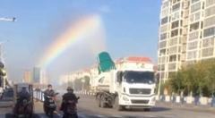 中国で虹のカーテンを作る夢のトラックが撮影される!