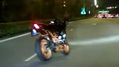 無人の幽霊バイクが合流してきたー!