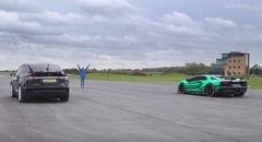 ランボルギーニ アヴェンタドール vs テスラ モデルX P100D 加速対決動画