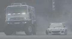 マツダ RX-8 とトラックがツインドリフトしちゃう動画