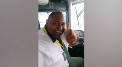 自撮りが大好きすぎるバスの運転手wwww