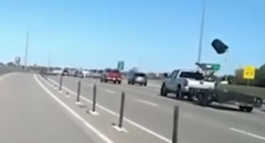 高速道路を走ってたらゴミ箱に攻撃されちゃいました