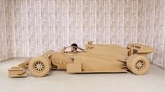 段ボールで作ったリアルなF1カーがスゴイ!