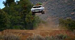 900馬力のレーシングトラックでもみの木を運んじゃう超絶ドリフト動画