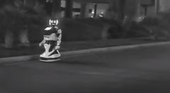 テスラ モデルS のオートパイロット ロボットを轢き殺すの巻