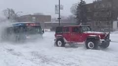 雪でスタックしたバスを4ランナー+セコイア+ジープで救出せよ!