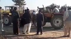 トラクター相撲で最強トラクターの座を争うパキスタン人