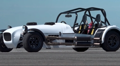 ツインエンジンMK vs メルセデス AMG E63 S 加速対決動画