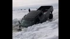 助けて!愛車が湖に沈みそうなの!