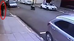恐怖!通行人を襲う人喰いガレージが撮影される