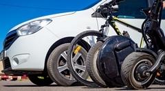 車 vs チャリ vs 電動キックスケーター vs 電動一輪車 住宅地で最も安全な乗り物はどれだ選手権