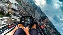 美しき雨のグライダー着陸動画