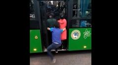 激混みバスにどうしても乗りたい奴wwww