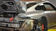 ポルシェ 997 GT3 のエンジンを下ろす方法がわかった気になる動画