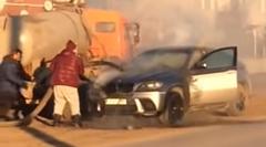 BMW X6「エンジンから出火した!助けて!」バキュームカー「任せろ!」