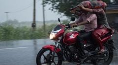 雨に濡れずにバイクに乗る方法wwww
