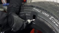 サイドウォールに穴が空いたタイヤを修理するよ