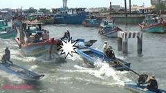 船団でひしめき合うベトナムの混雑水路動画