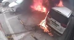 充電中のEVが燃える瞬間を捉えた動画