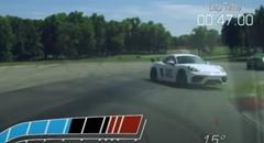コーナーをバックで攻めるポルシェ ケイマン GT4