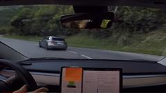 テスラ モデル3 パフォーマンス vs メルセデス AMG A45 S 峠バトル動画