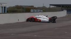 自律型ロボットレーシングカー なぜか壁に向かって走り出すの巻
