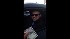 いい車乗ってんじゃん 俺と勝負して勝ったら5ドルやるよ
