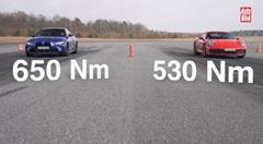 ポルシェ 992 カレラS vs BMW M4 コンペティション ドラッグレース動画