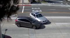 BMW乗り 道路の真ん中で無謀なダブルUターンをかましクラッシュする
